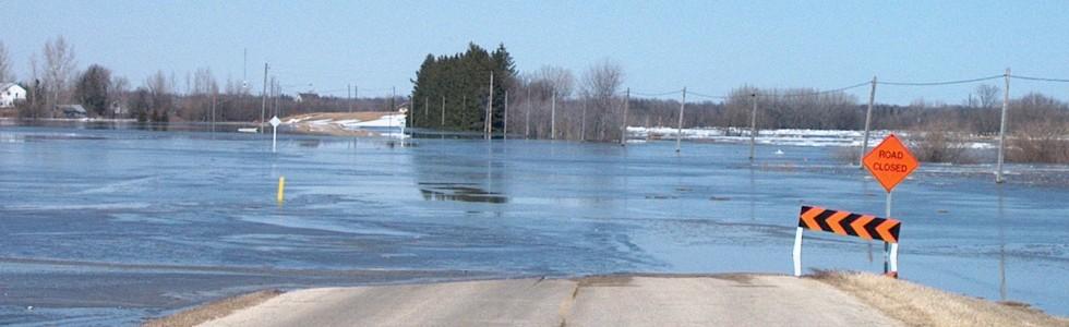 2009 Red River Flood, Winnipeg by J Hazard from Wikimedia